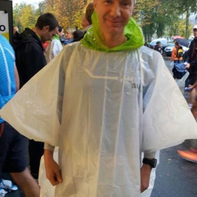 SwissCity Marathon Lucerne vom 27.10.2013 - Wenige Minuten vor dem Start und es regnet in Strömen