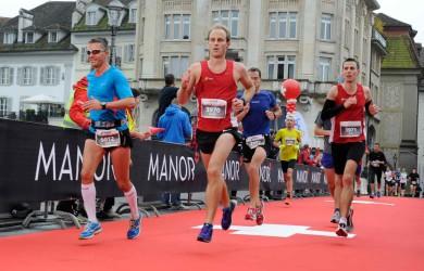 SwissCity Marathon Lucerne vom 26.10.2014 - Auf der Reussbrücke (18 km)
