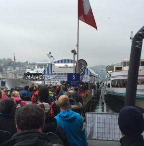 SwissCity Marathon Lucerne vom 26.10.2014 - Schiffffahrt zum Startgelände beim Verkehrshaus Luzern