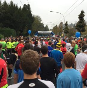 SwissCity Marathon Lucerne vom 26.10.2014 - Wenige Minuten vor dem Start (Startsektor 1)
