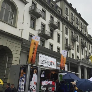 SwissCity Marathon Lucerne vom 26.10.2014 - Startnummernausgabe beim Hotel Schweizerhof